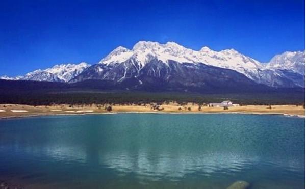 丽江玉龙雪山自古就是一座壮美的风景雪山,唐朝南诏国异牟寻时代,南诏