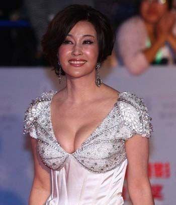 性感老妇_六旬老太低v钻石性感逼人的刘晓庆