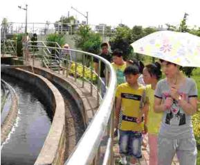 溧阳盛世华城社区部分居民参观了环保教育基地——溧阳市第二高清图片