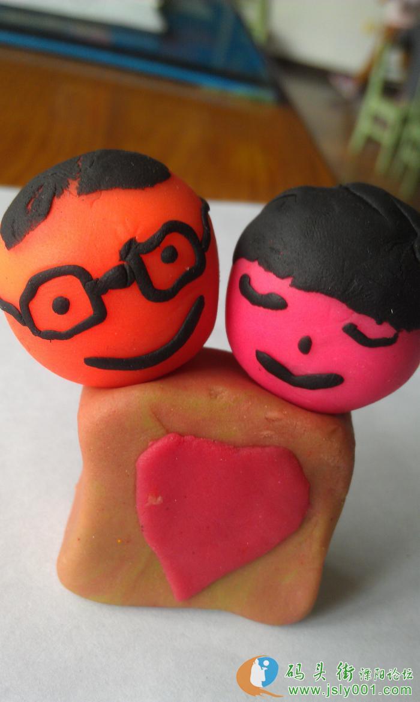 橡皮泥娃娃,偶亲手做 的 额额,,,,可爱吧,,,送给我的爱人