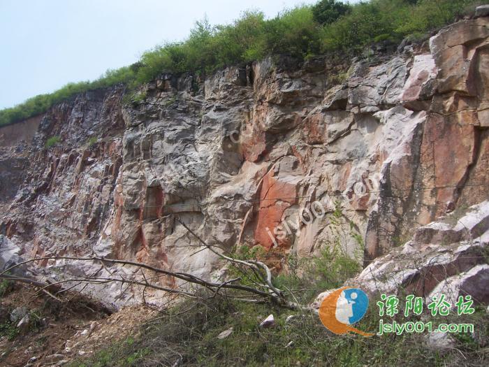 风景区交界的安徽广德邱村镇