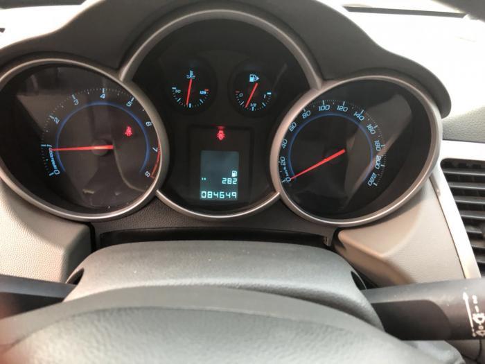 雪佛兰科鲁兹1.6手动挡,2012年上牌,便宜出售,首付8000元开回家.